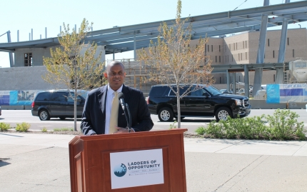 Secretary Foxx launches LadderSTEP in Indianapolis. (Photo by Sean Northup, Indianapolis MPO)
