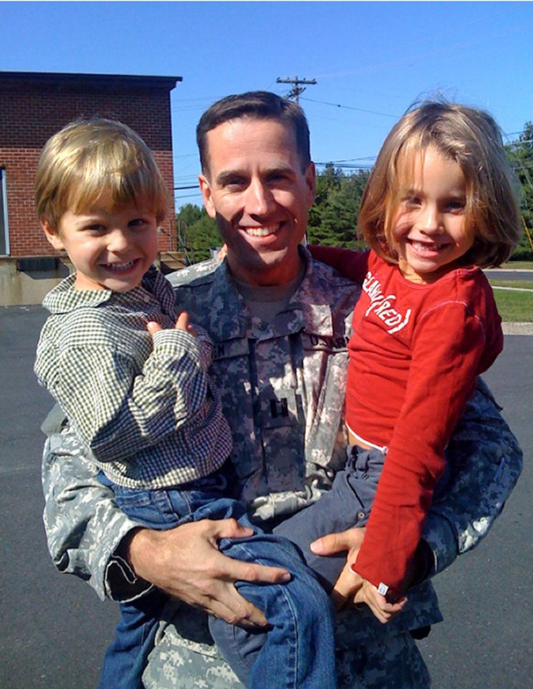 Beau Biden and children at his homecoming