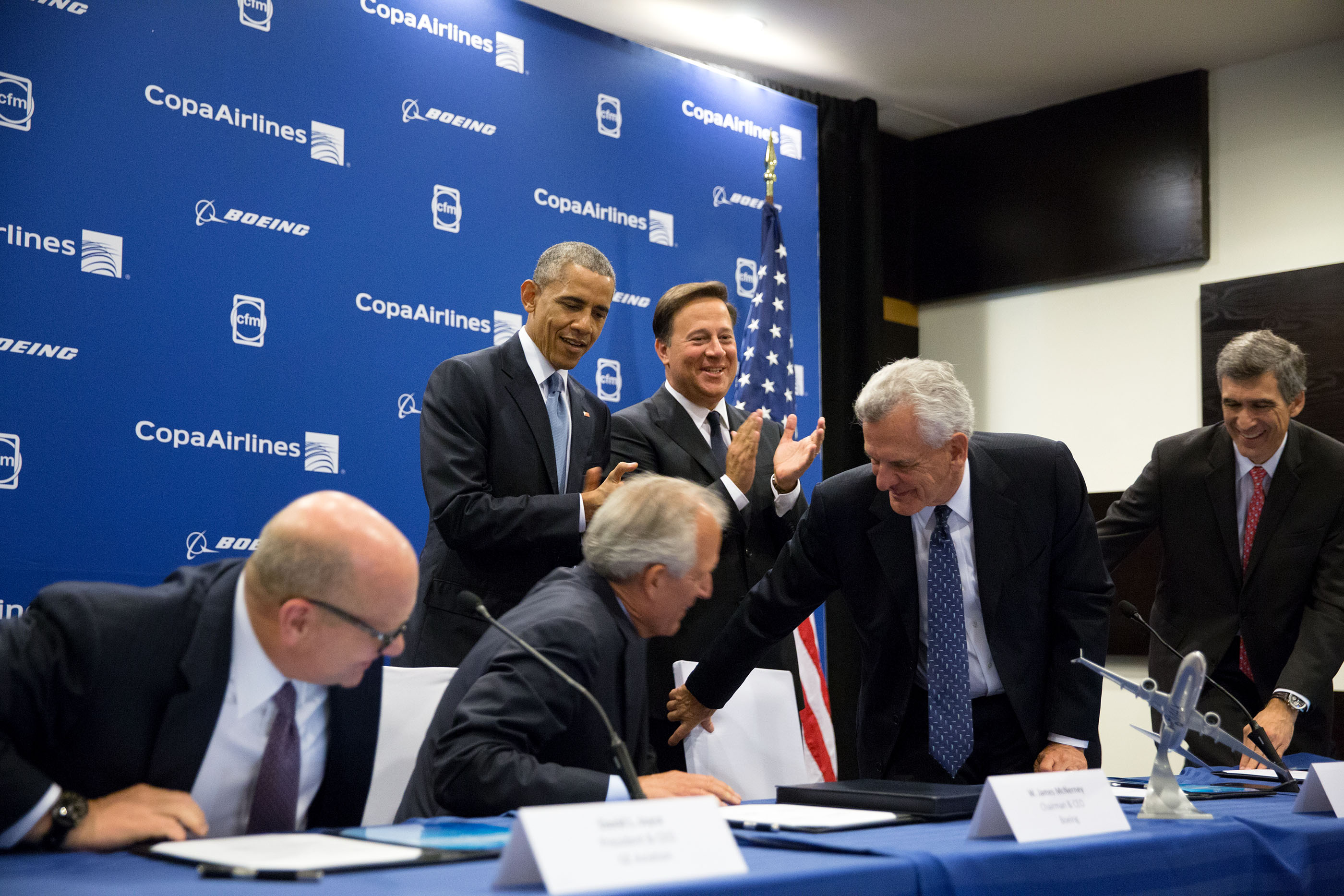 President Obama and President Varela of Panama applaud after the signing of Boeing Trade deal, a 6.6 billion purchase by Panama's Copa Airlines and Boeing for 61 737-MAX planes. (Official White House Photo by Pete Souza)