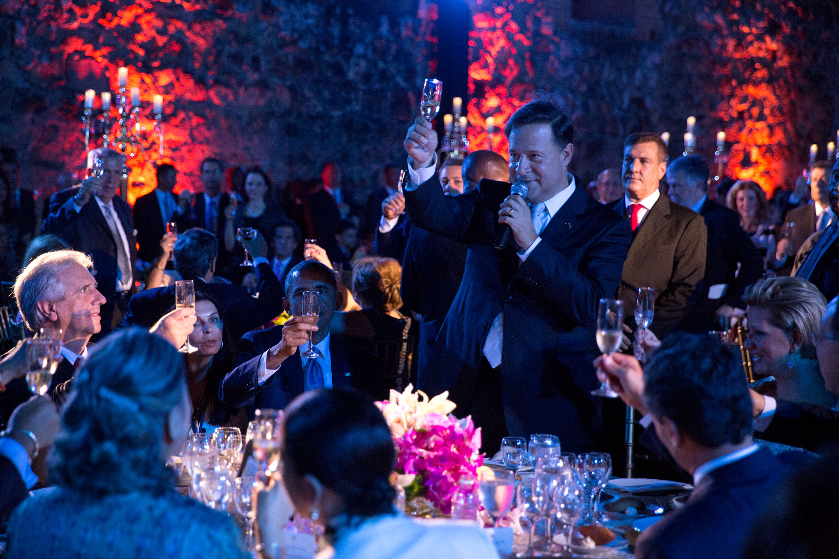 President Varela offers a toast at the Summit of the Americas leaders dinner at Panama Viejo. (Official White House Photo by Pete Souza)