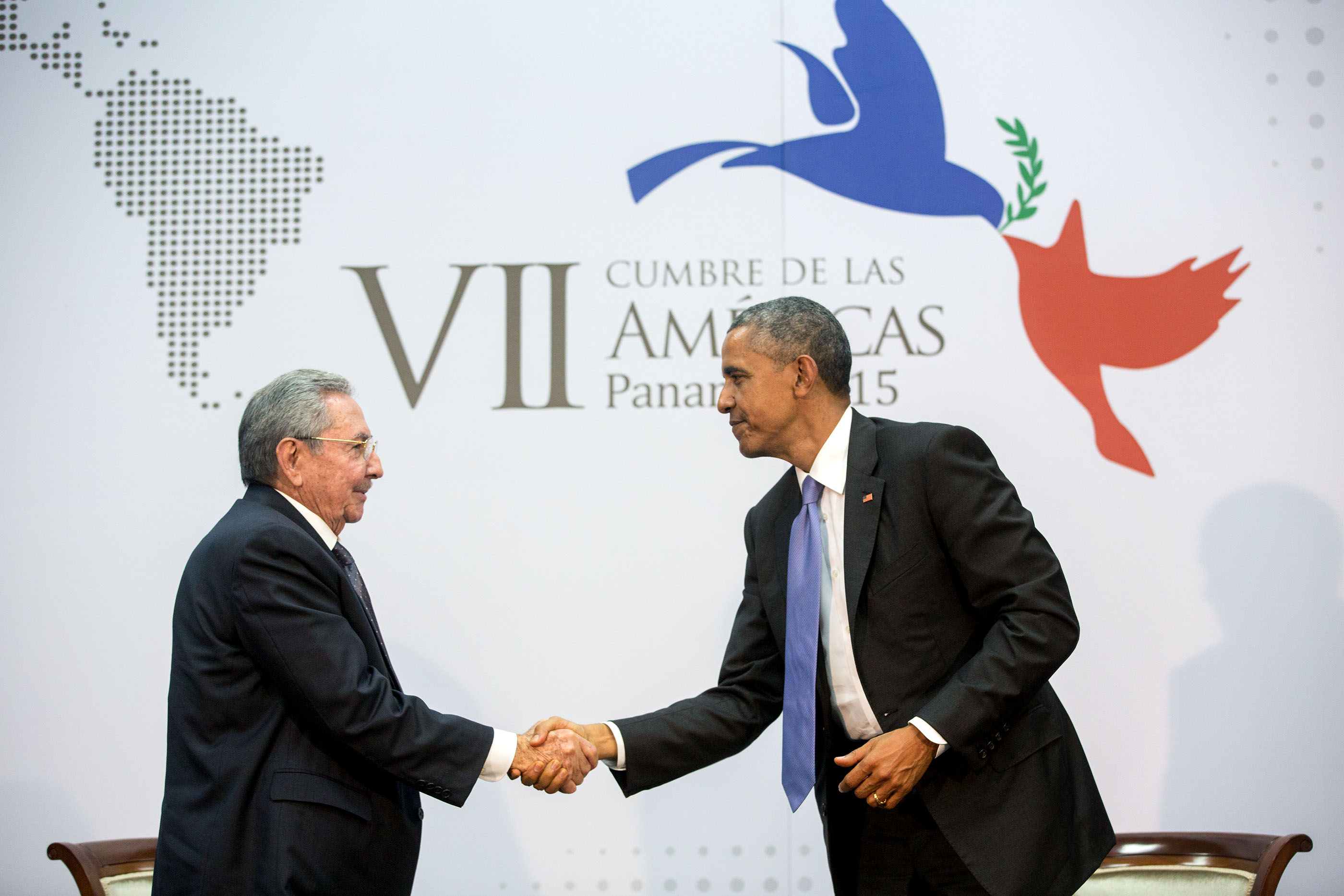 President Obama greets President Raul Castro of Cuba before their bilateral meeting. (Official White House Photo by Amanda Lucidon)
