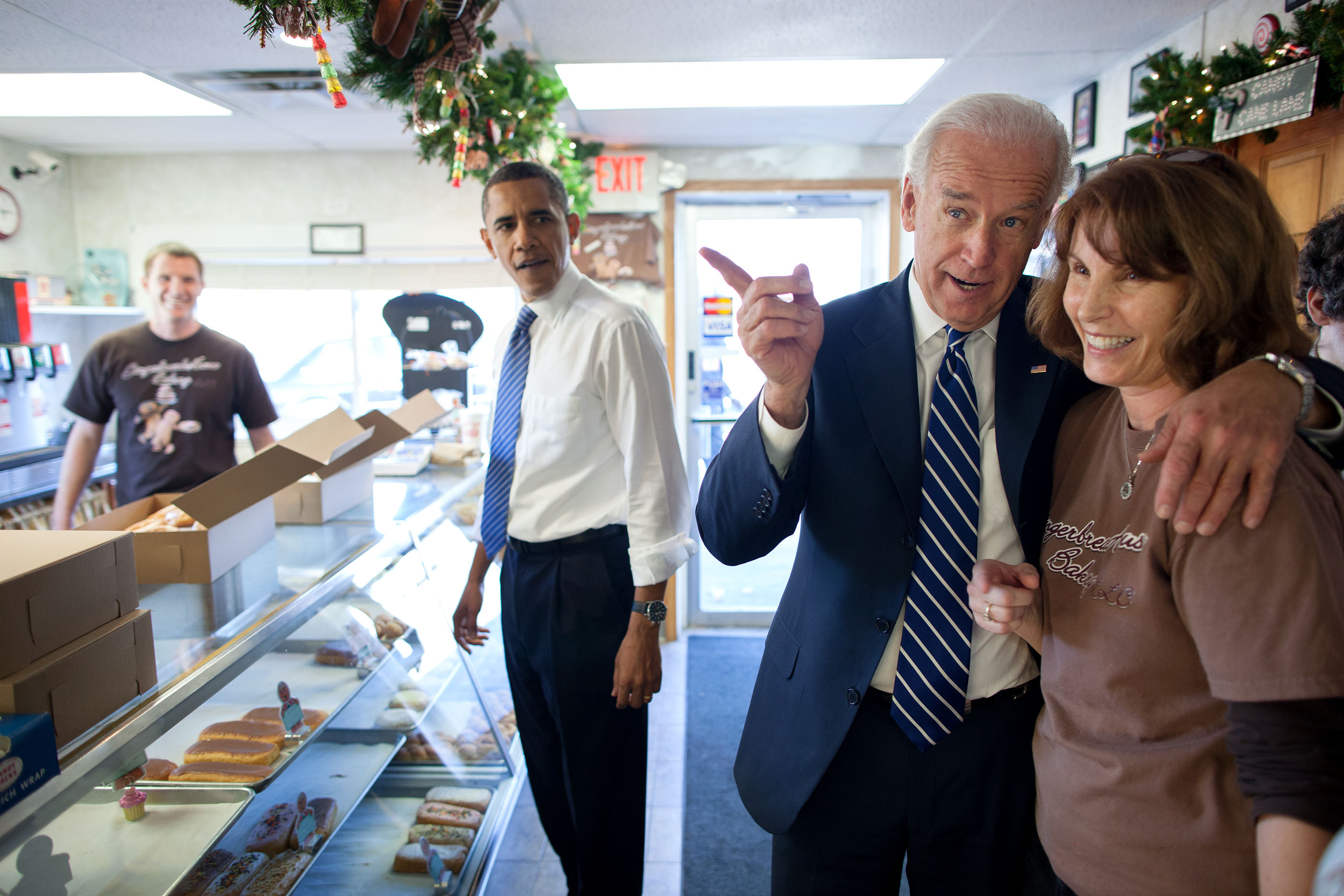 Indiana, Nov. 23, 2010. Dropping by the Gingerbread House Bakery in Kokomo with the Vice President. (Official White House Photo by Pete Souza)