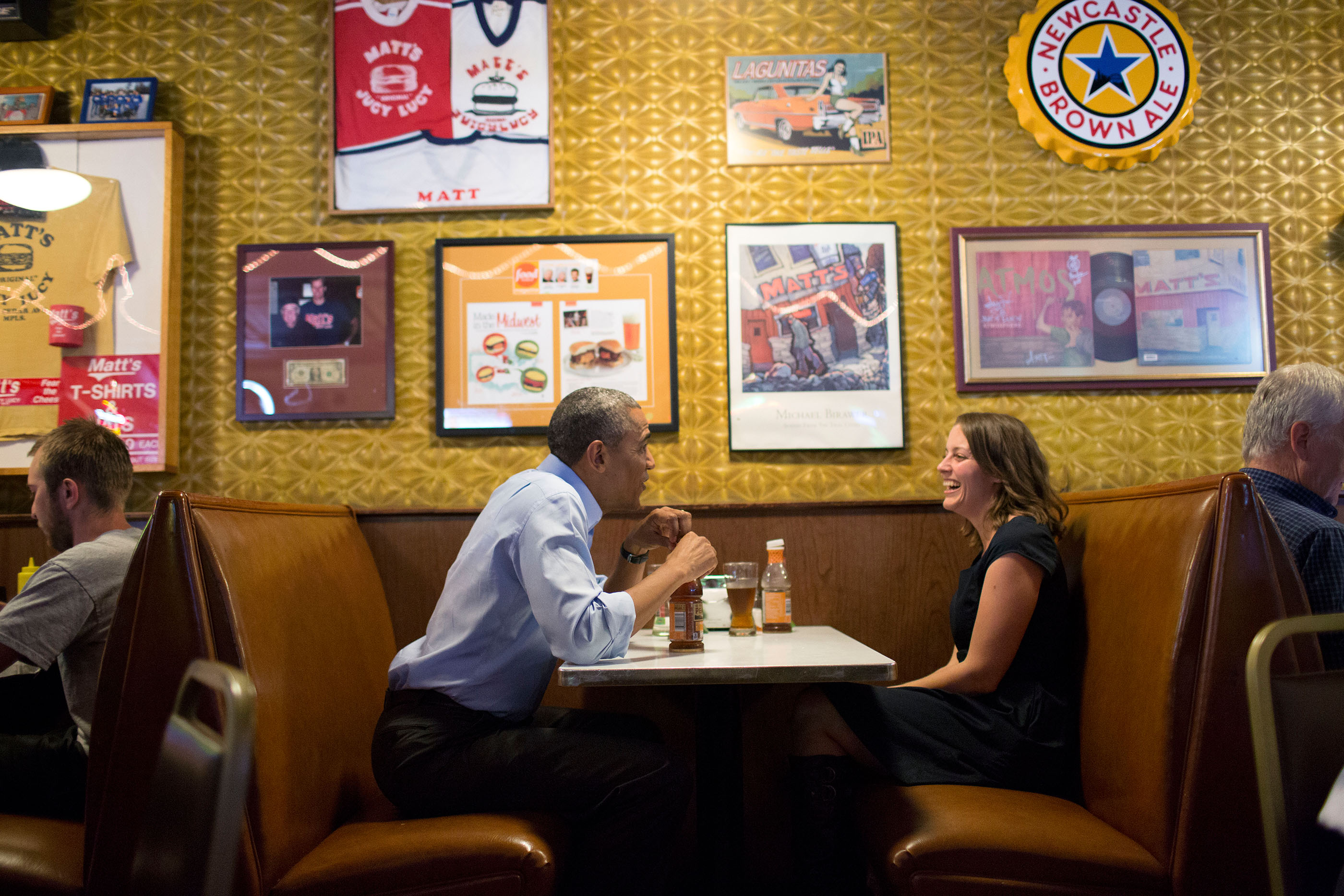 Minnesota, June 26, 2014. Talking with letter writer Rebekah Erler at Matt's Bar in Minneapolis. (Official White House Photo by Pete Souza)