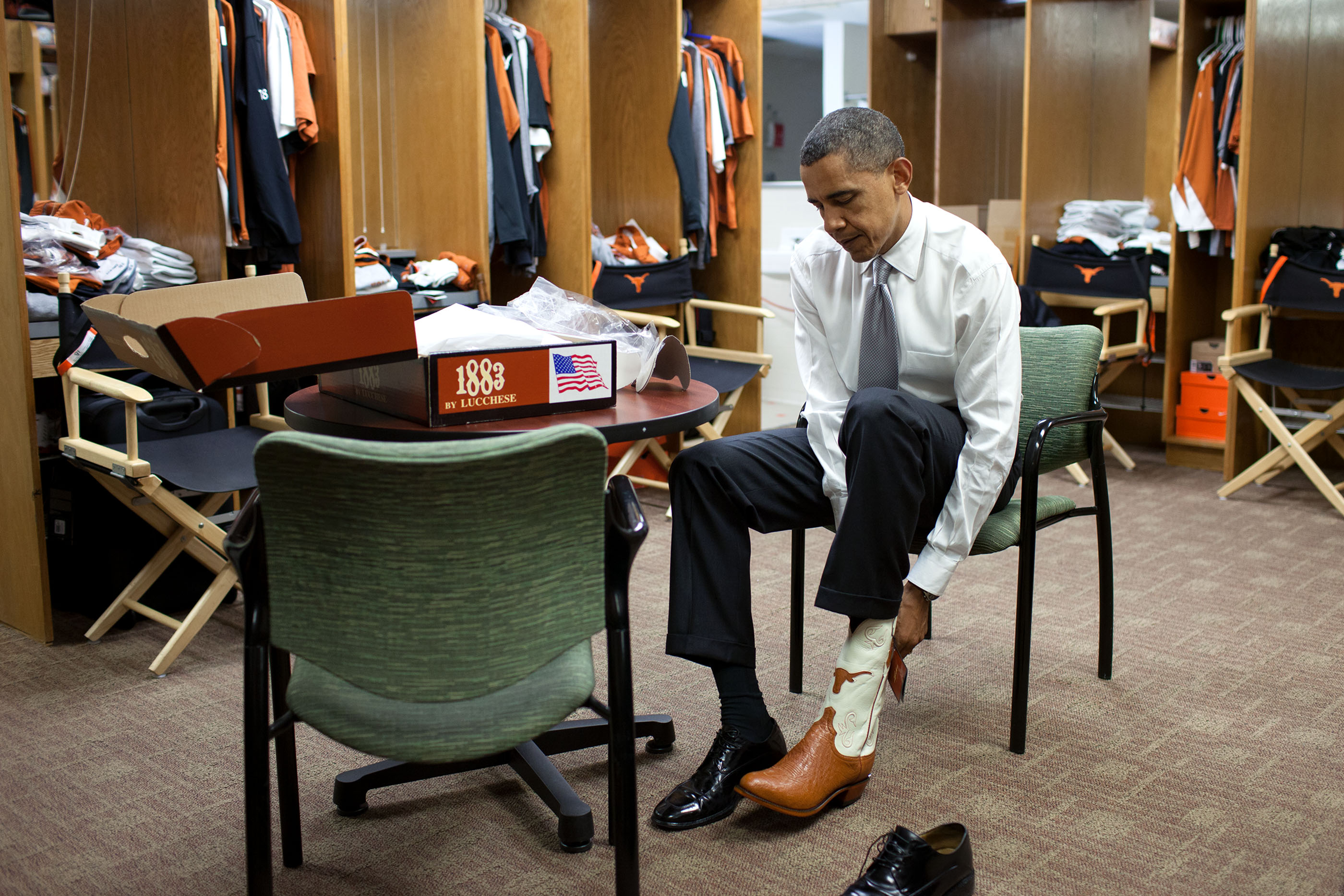 Texas, Aug. 9, 2010. Trying on a pair of cowboy boots at the University of Texas in Austin. (Official White House Photo by Pete Souza)