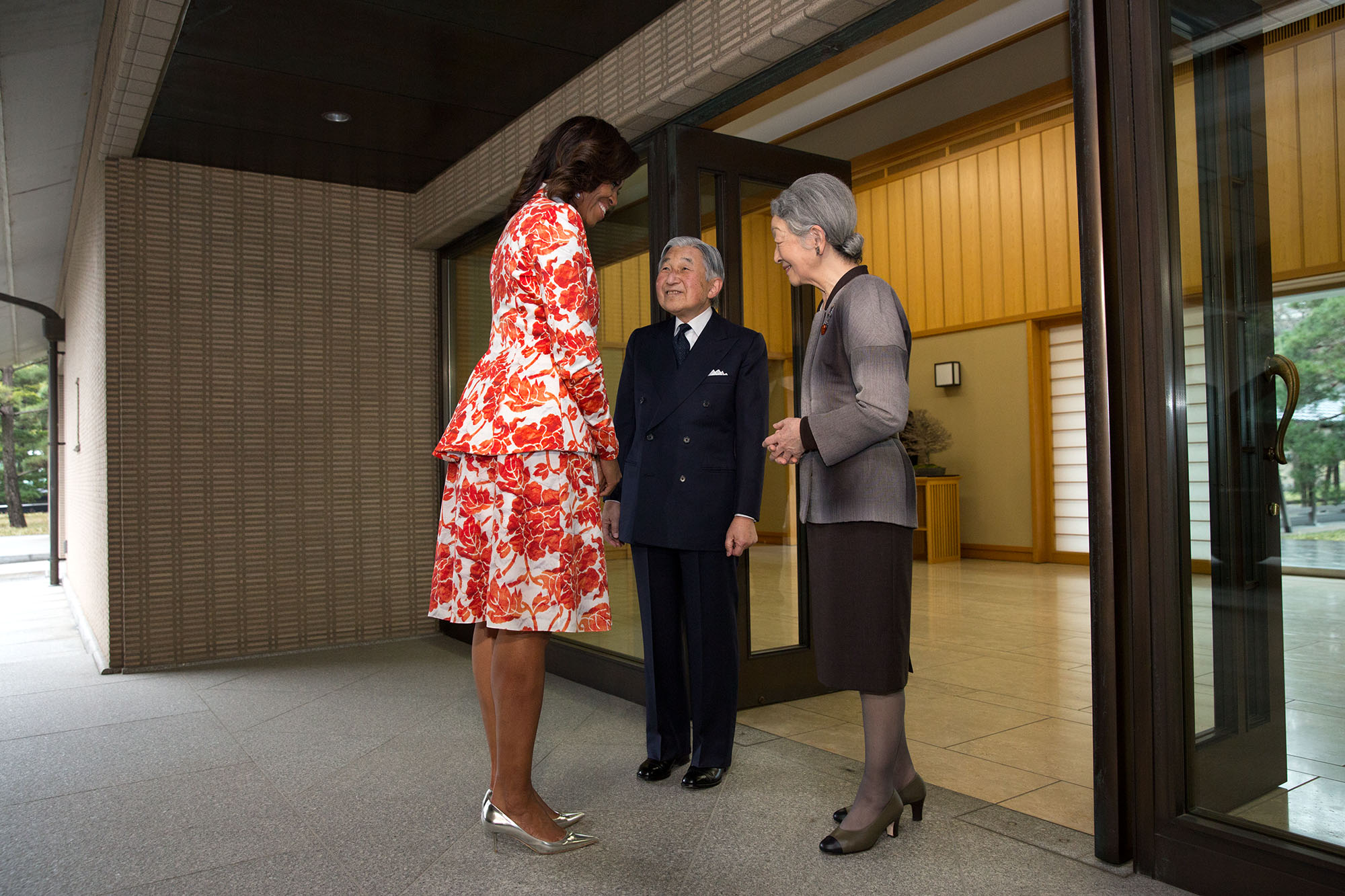 The Emperor and Empress greet the First Lady  at the Imperial Palace in Tokyo. (Official White House Photo by Amanda Lucidon)