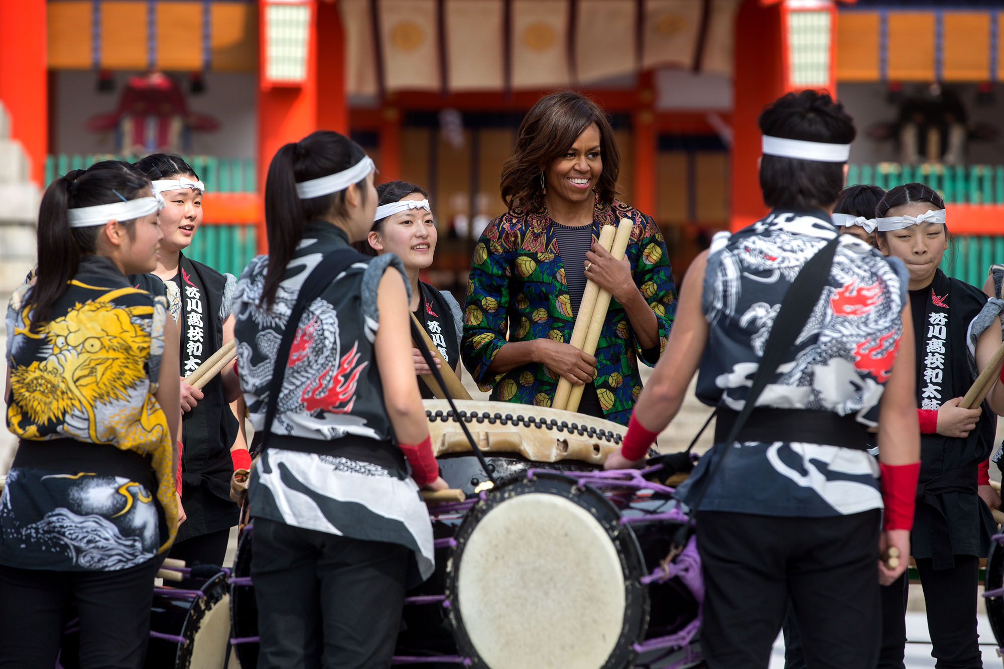 The First Lady talks with Taiko drummers. (Official White House Photo by Amanda Lucidon)