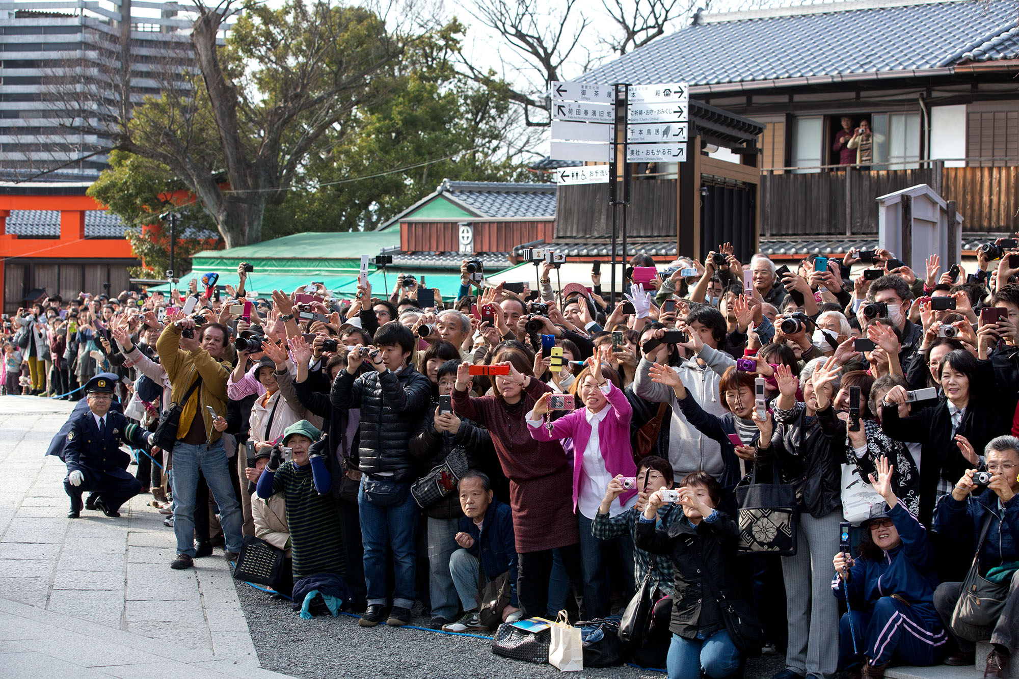 Bystanders watch as the First Lady departs the shrine. (Official White House Photo by Amanda Lucidon)