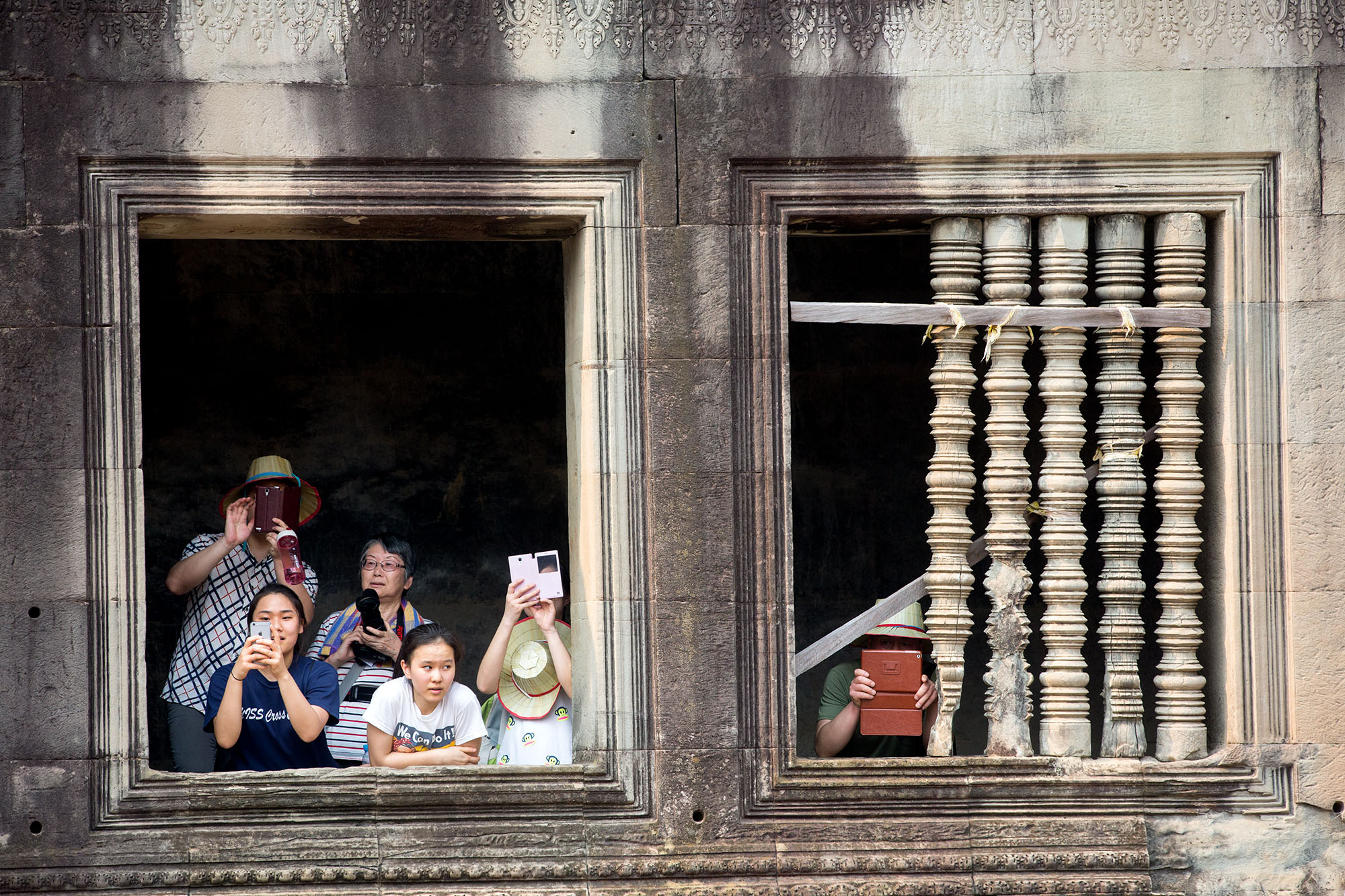 Bystanders take photos as the First Lady tours Angkor Wat. (Official White House Photo by Amanda Lucidon)