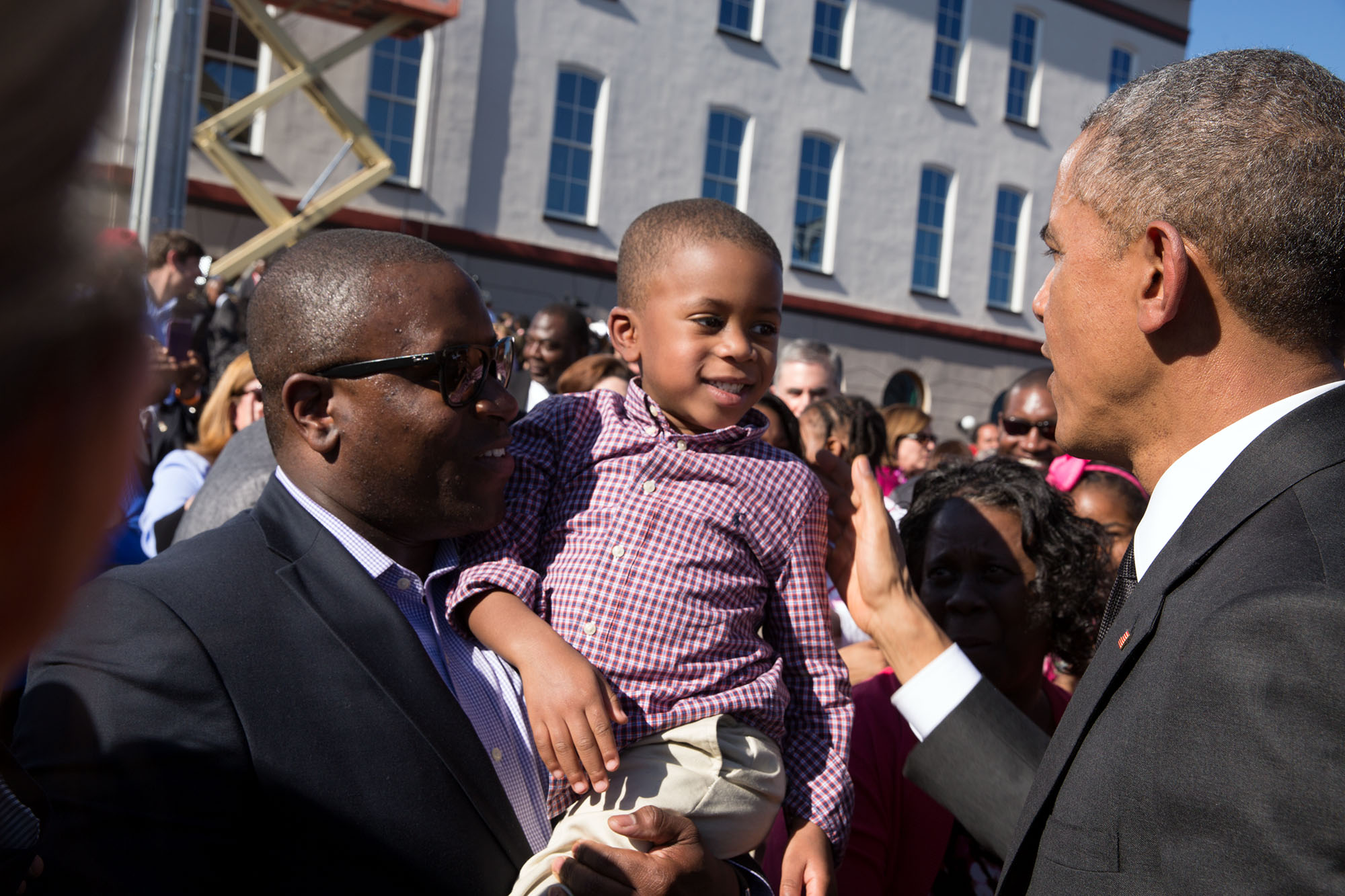 The President greets a youngster in the crowd. (Official White House Photo by Pete Souza)