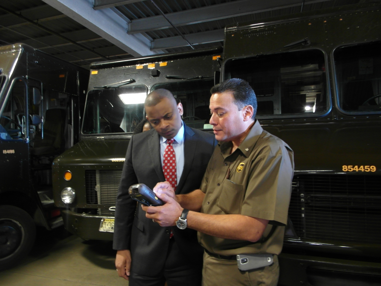 Secretary Anthony Foxx meets with UPS staff (1)