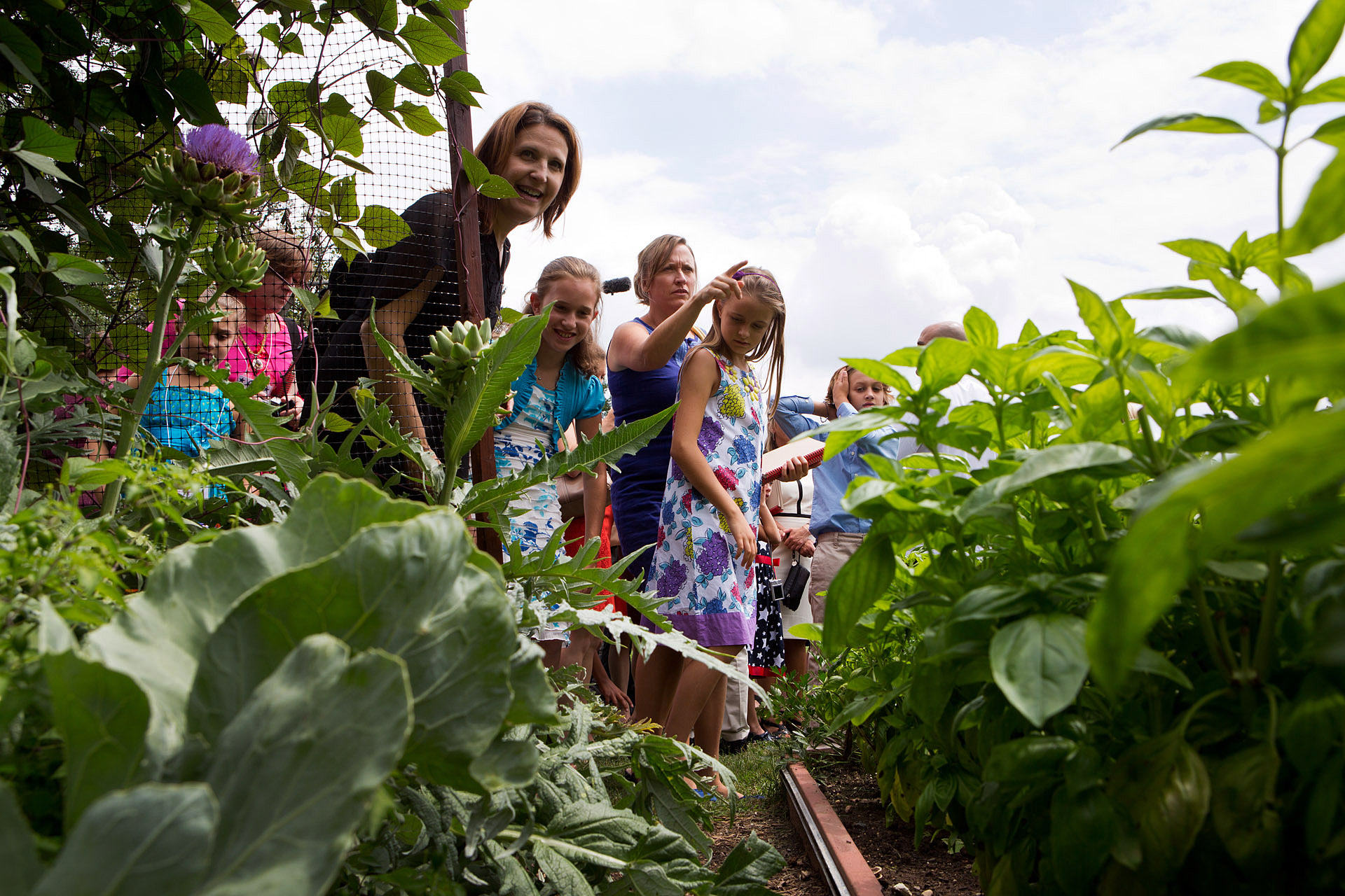 Epicurious Kids' State Dinner Guests Tour the White House Kitchen Garden
