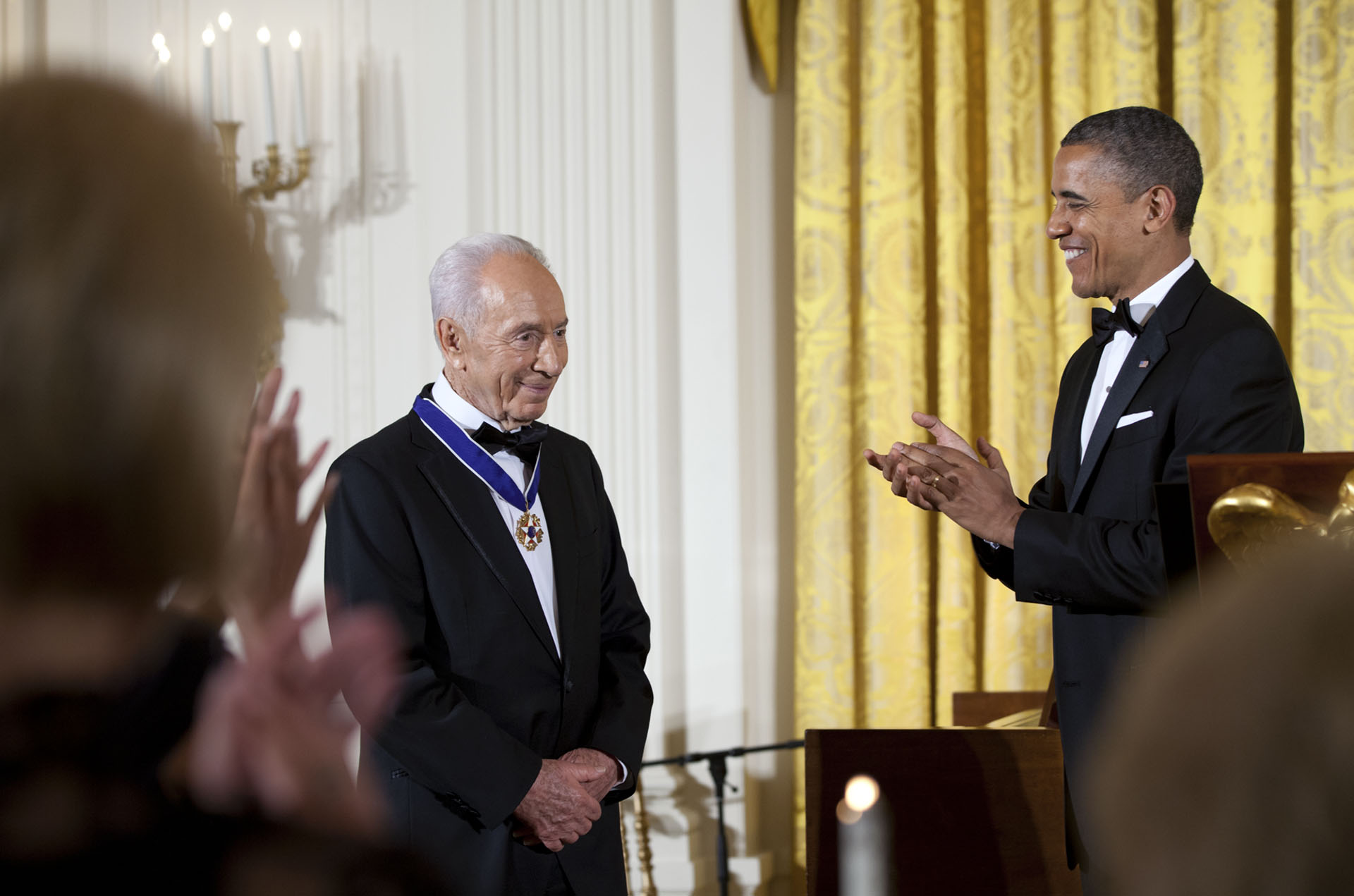 President Obama presents the Medal of Freedom to President Shimon Peres of Israel (June 13, 2012)