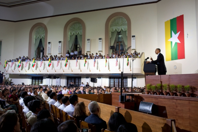 President Barack Obama delivers a speech at the University of Yangon (November 19, 2012)