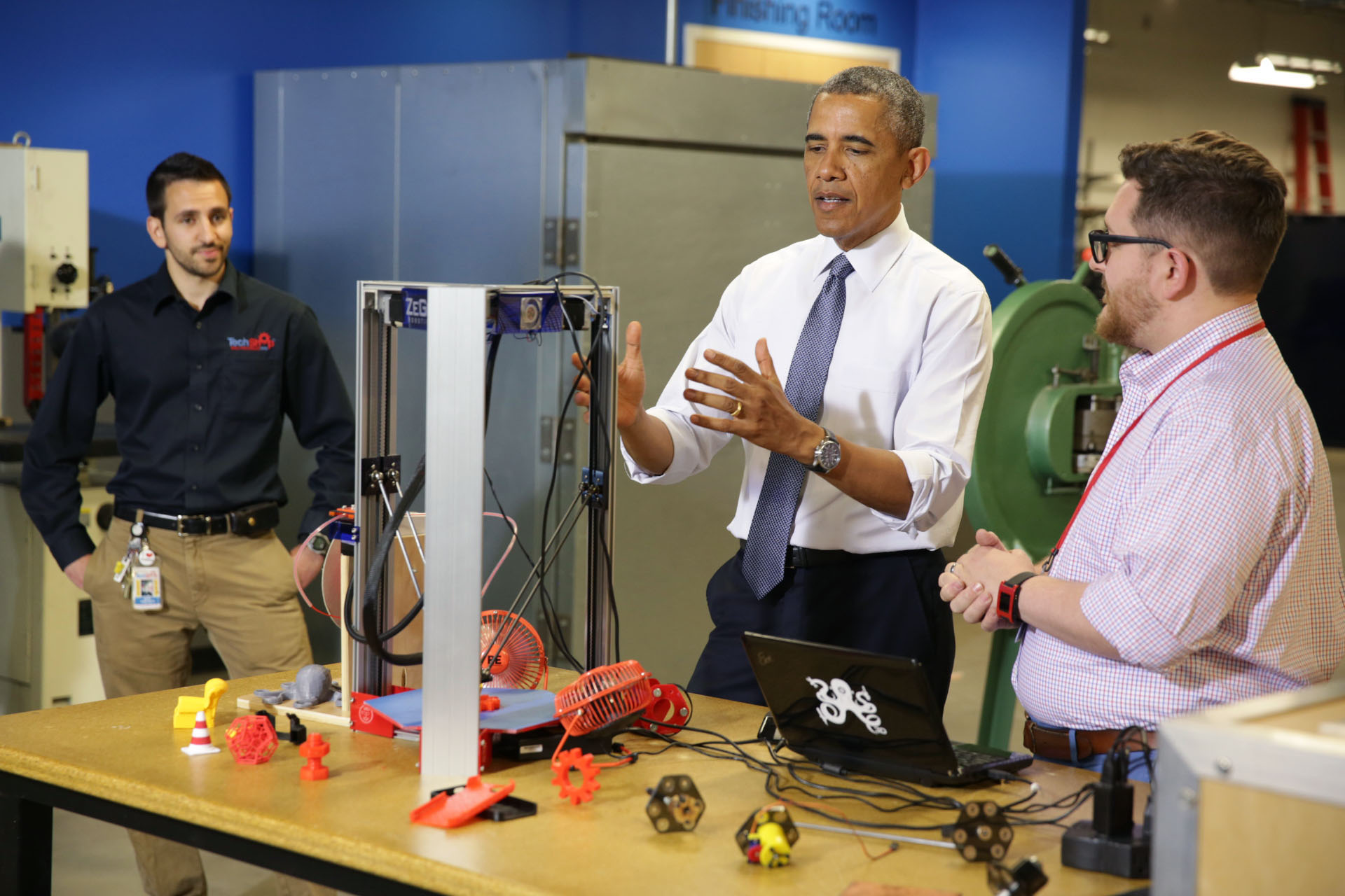President Obama is shown a 3-D printer during a tour of TechShop Pittsburgh