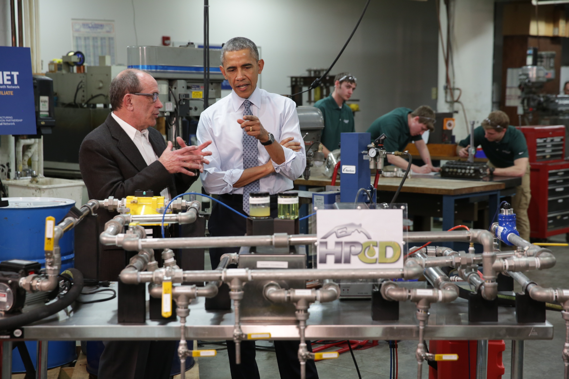 President Obama tours the MAGNET Innovation Center at Cleveland State University