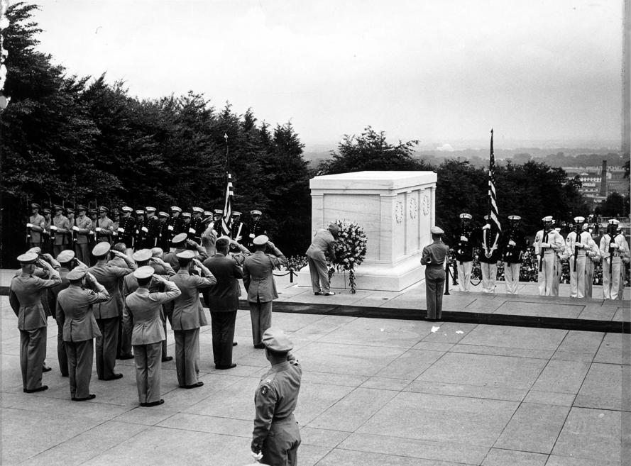 President Truman attends Memorial Day services