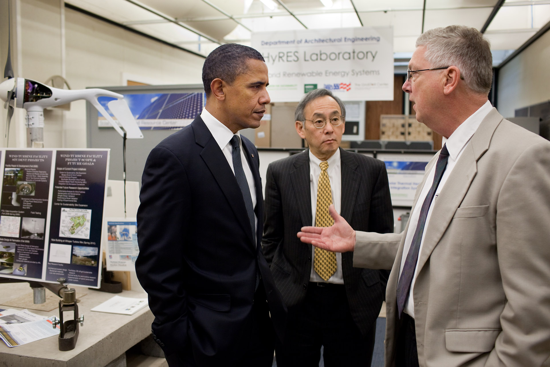 President Obama and Secretary Chu Tour Innovation Hub