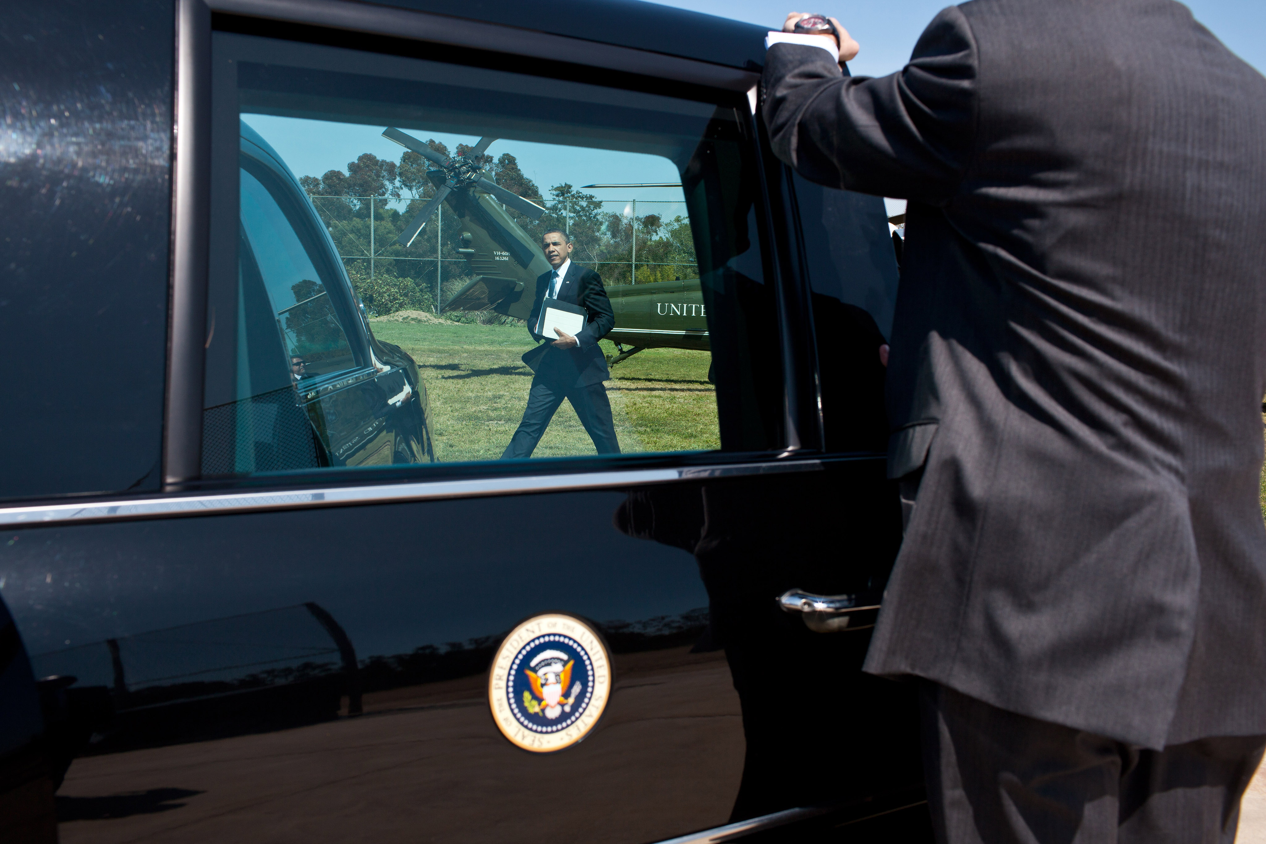 President Barack Obama walks to the motorcade from Marine One