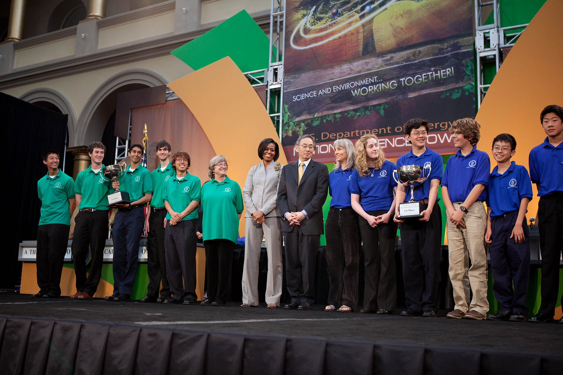 First Lady Michelle Obama and Energy Secretary Steven Chu with the winning teams