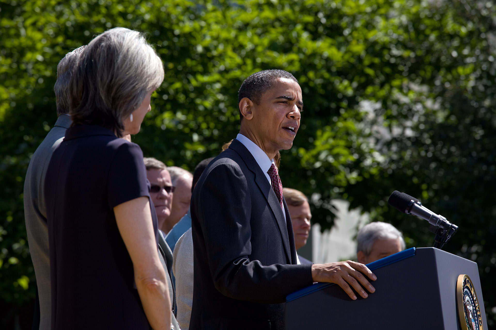President Obama Signs Memorandom on Fuel Efficiency Standards