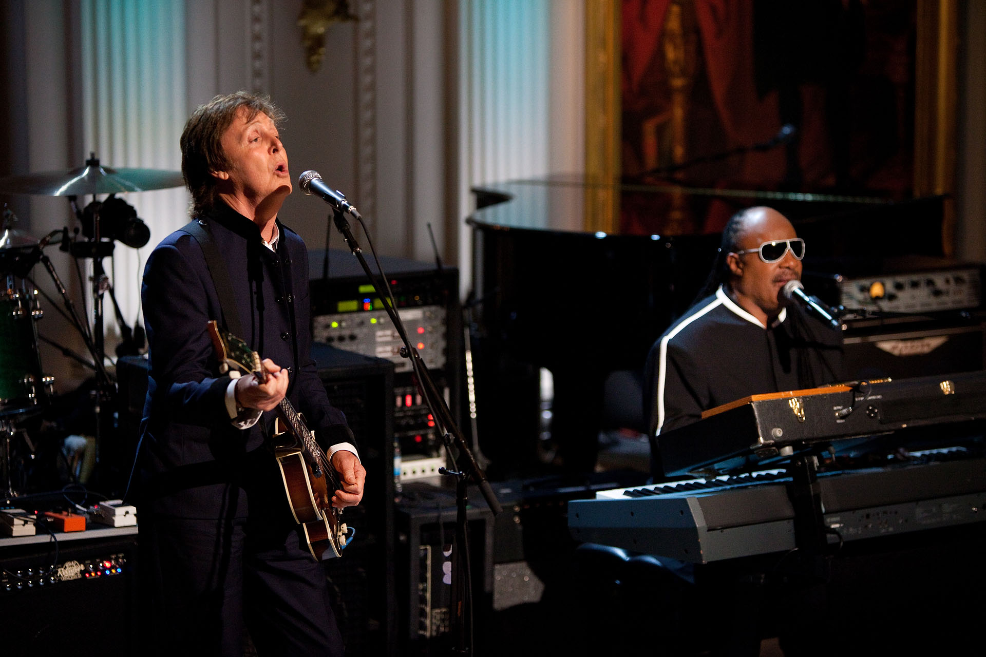 Paul McCartney And Stevie Wonder Perform