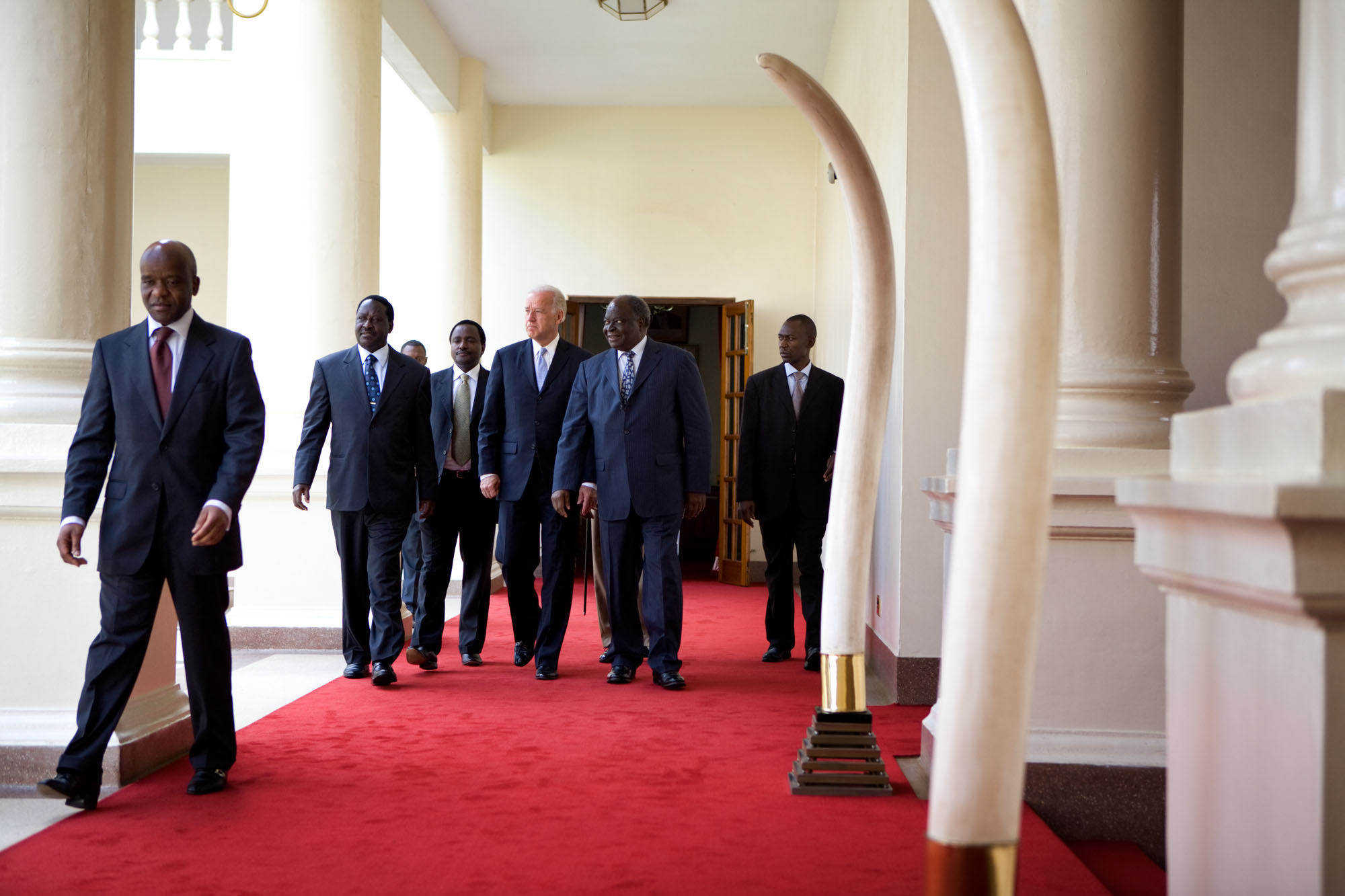 Vice President Joe Biden Walks with President Mwai Kibaki and Prime Minister Raila Odinga