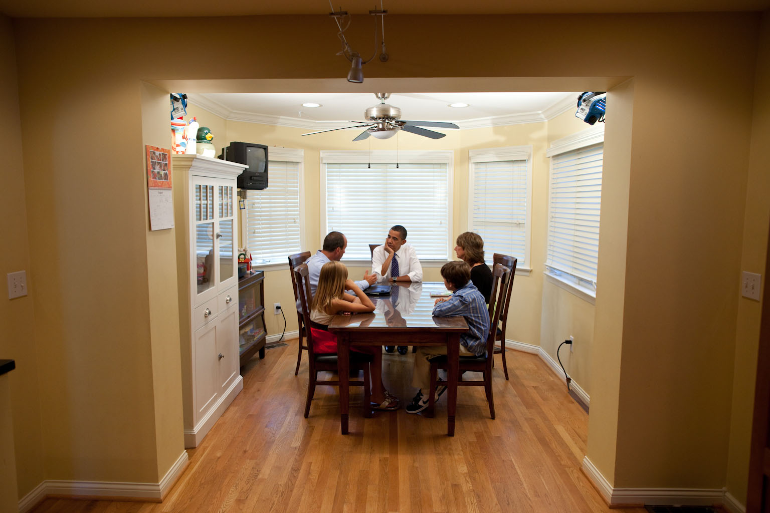 President Barack Obama talks with the Weithman family