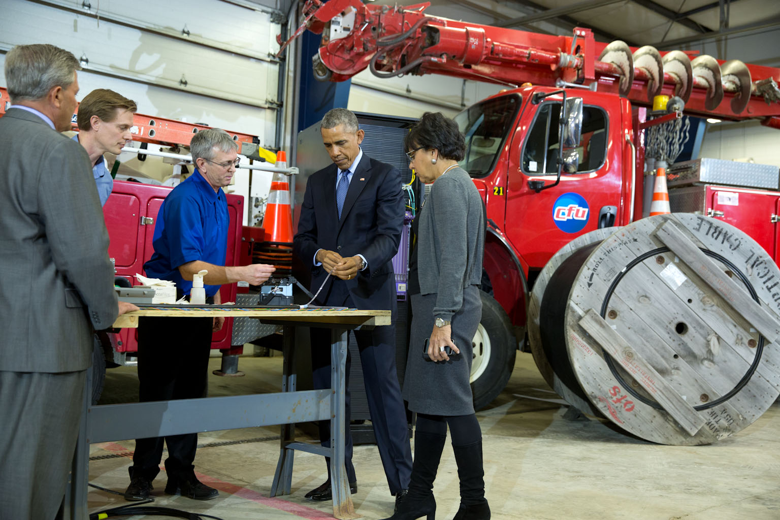 President Obama and Secretary Pritzker views demonstration of fiber optic spicing at Cedar Falls Utilities
