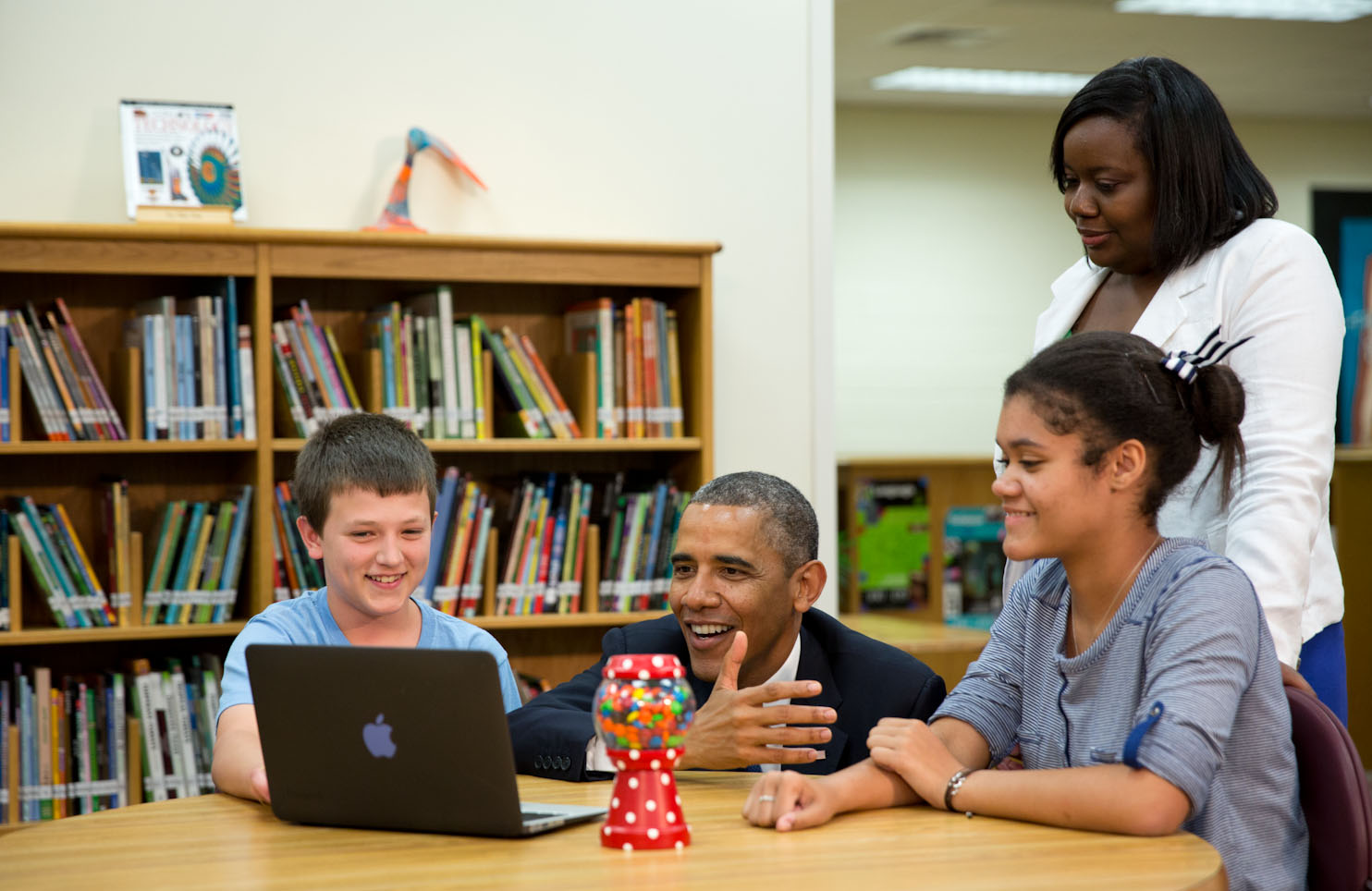 President Barack Obama views student projects created on laptops during a tour at Mooresville Middle School