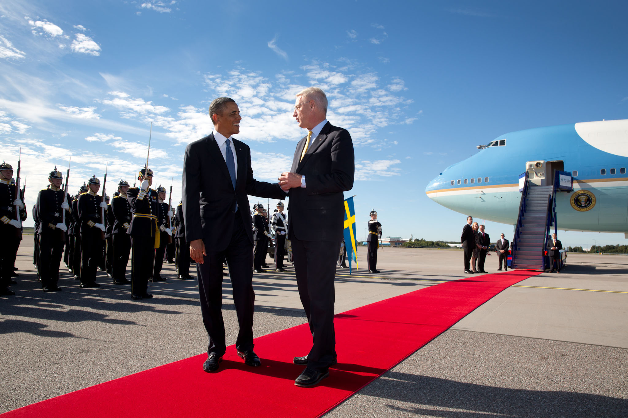 President Barack Obama talks with Foreign Minister Carl Bildt of Sweden during the arrival ceremony at Stockholm-Arlanda International Airport in Sweden