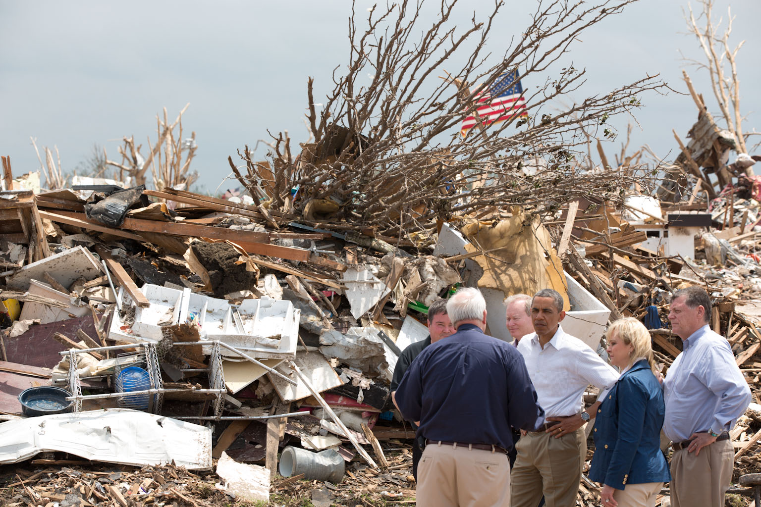 President Barack Obama talks with FEMA Administrator Craig Fugate in Moore