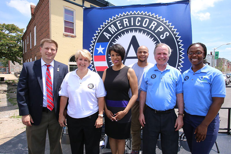 Group photo with CNCS CEO Wendy Spencer and Baltimore Mayor Stephanie Rawlings-Blake