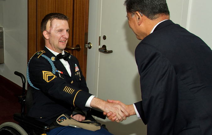 Sgt. 1st Class Cory Remsburg (left) shakes hands with Secretary Eric Shinseki before the State of the Union address.