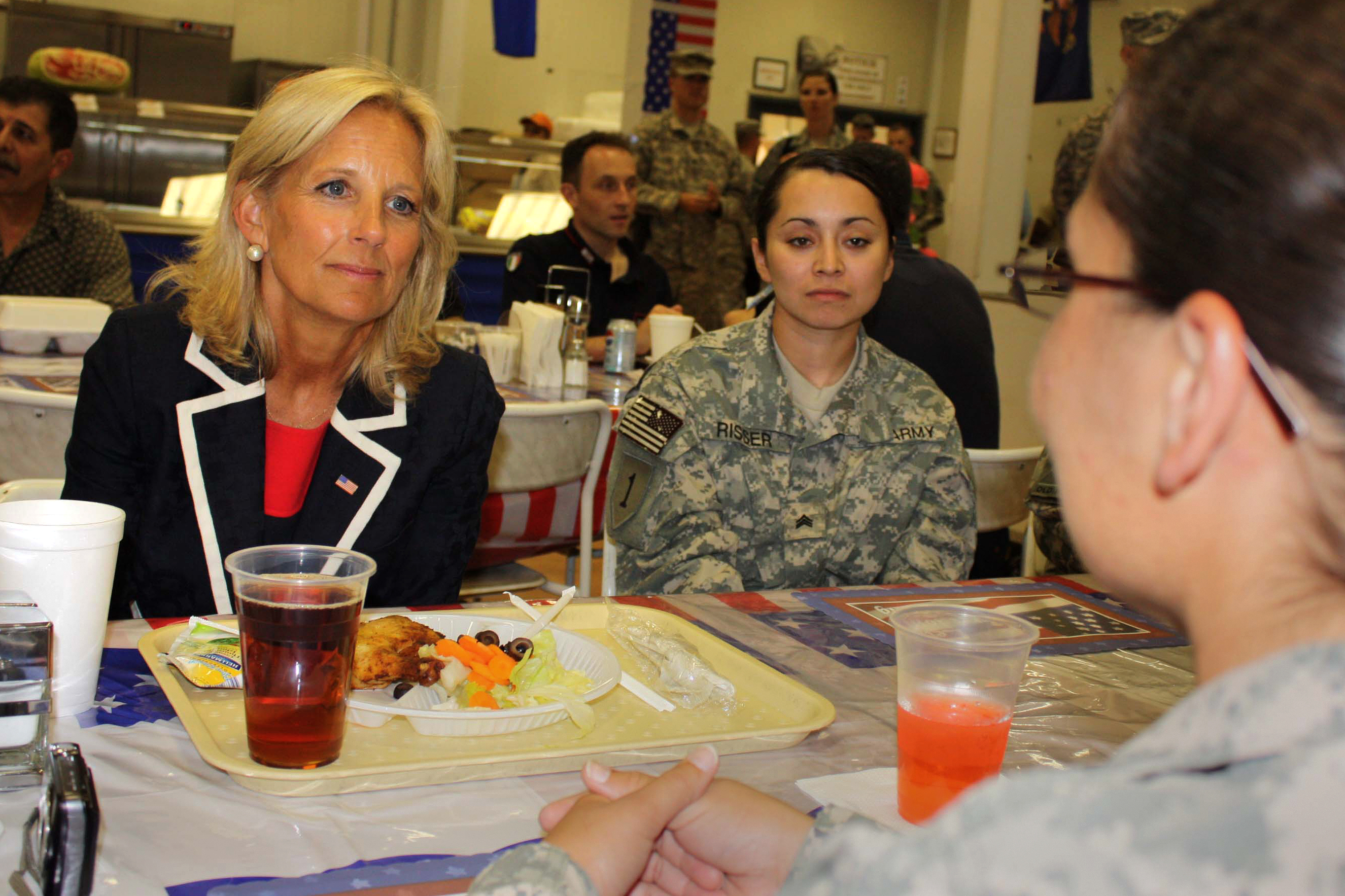 Dr. Jill Biden shares lunch with female soldiers