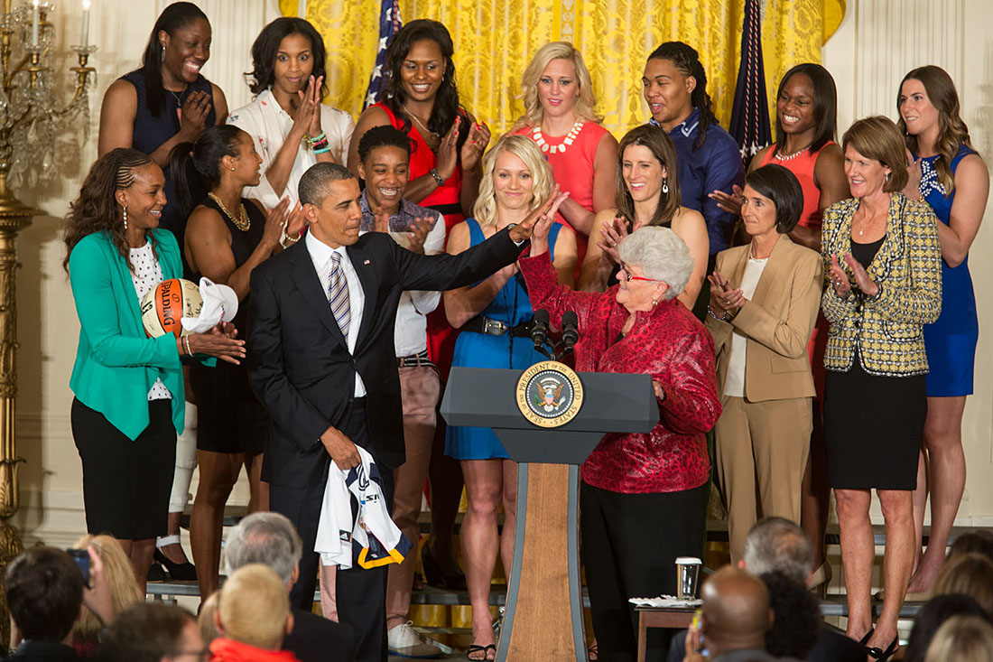 President Barack Obama welcomes the WNBA Champion Indiana Fever