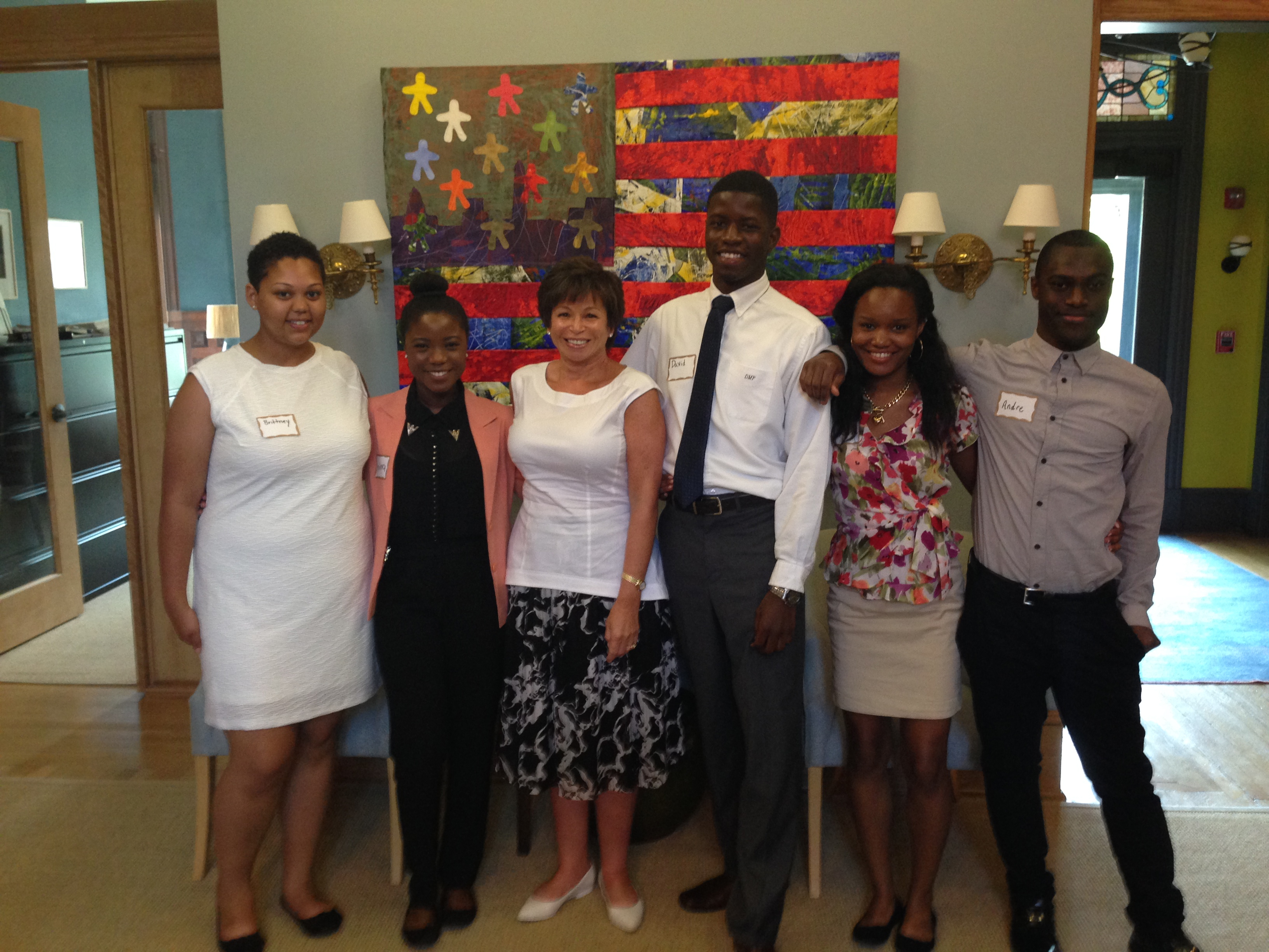 Valerie Jarrett meets with Urban Alliance students and alumni