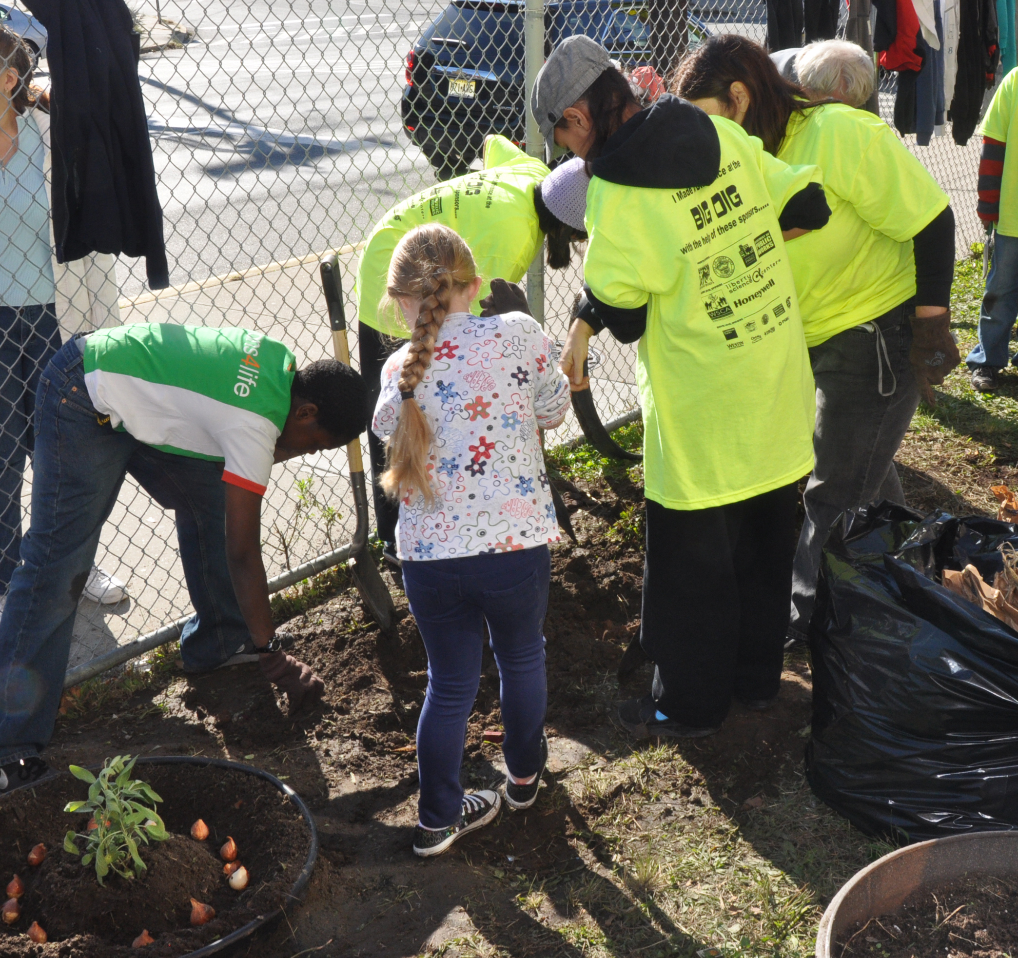 Volunteers Help Out in Jersey CIty