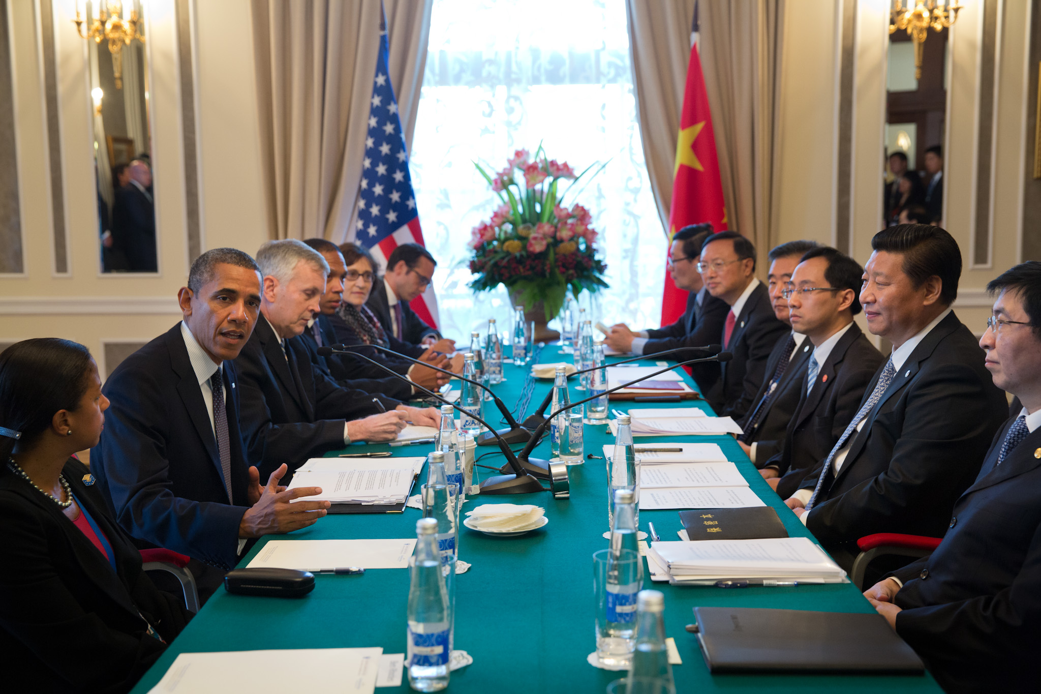 President Barack Obama, with China's President Xi Jinping, delivers remarks
