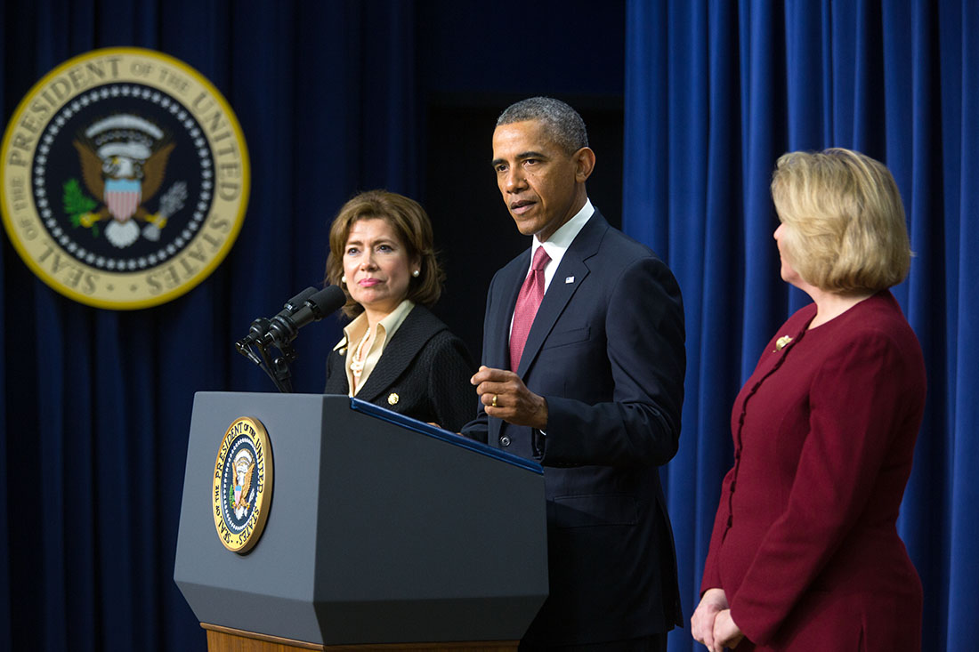 President Barack Obama announces the nomination of Maria Contreras-Sweet, left, as Administrator of the Small Business Administration