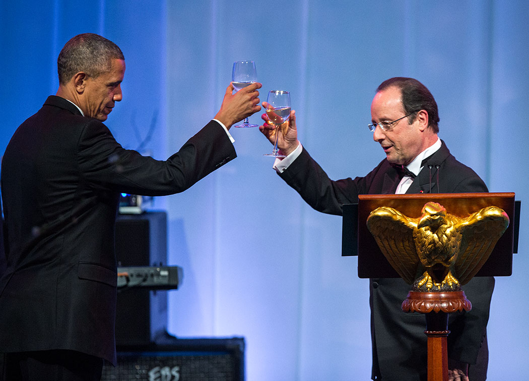 President François Hollande of France raises a toast with President Barack Obama during the State Dinner on the South Lawn