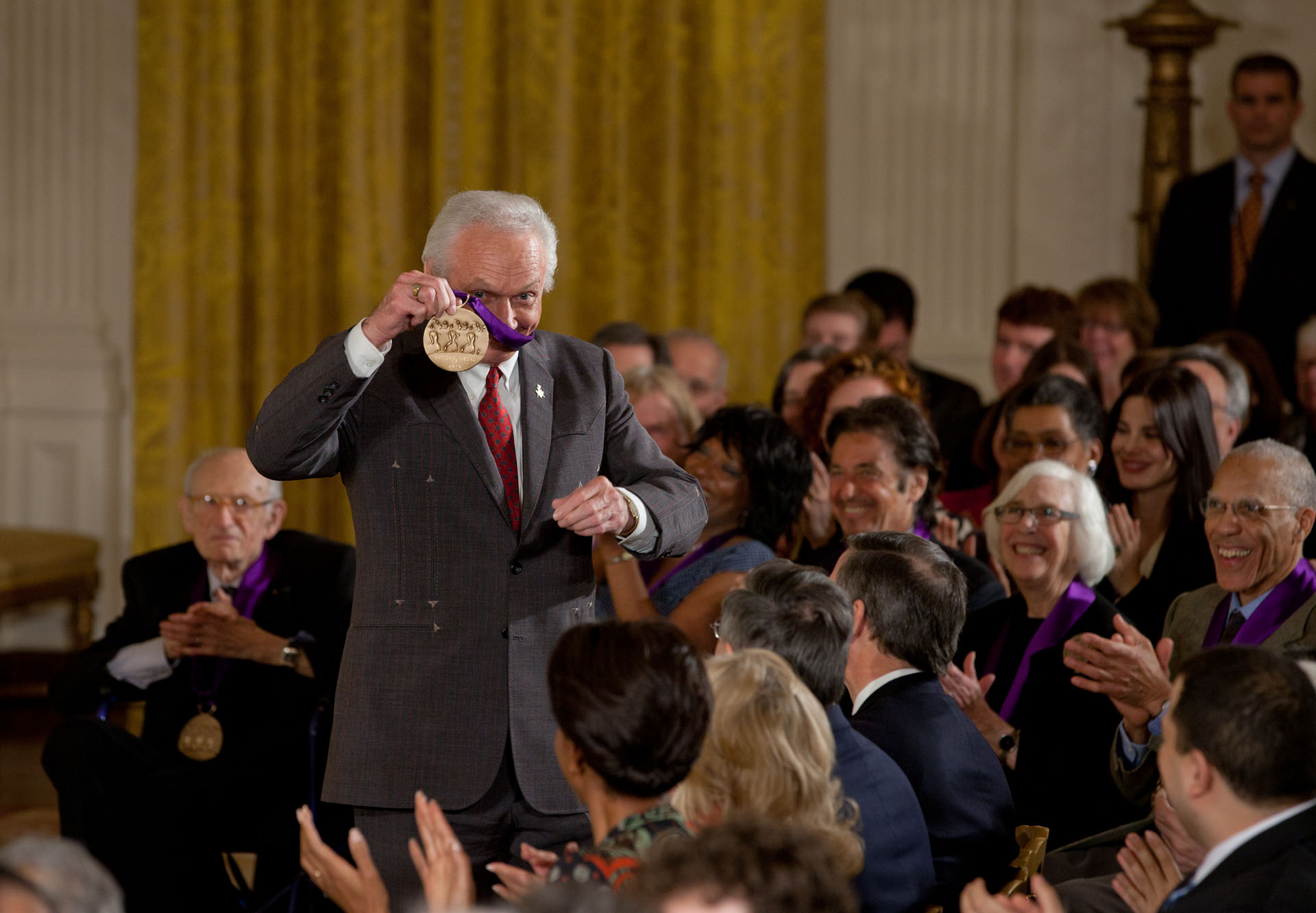 Mel Tillis shows off his 2011 National Medal of Arts