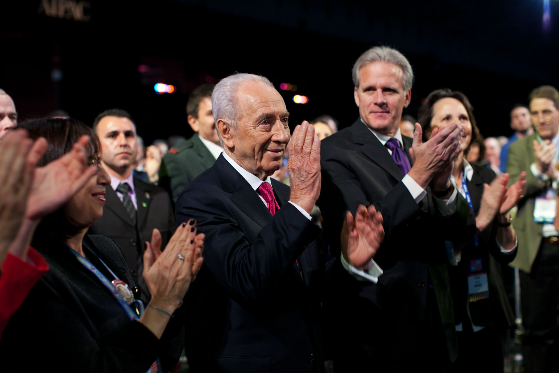 President of Israel Shimon Peres acknowledges recognition from President Barack Obama