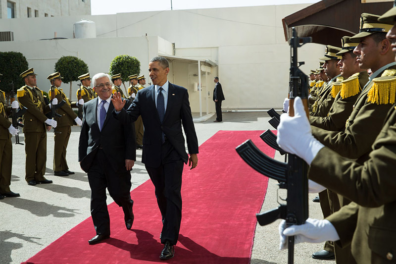 President Barack Obama and President Mahmoud Abbas of the Palestinian Authority walk past an honor guard