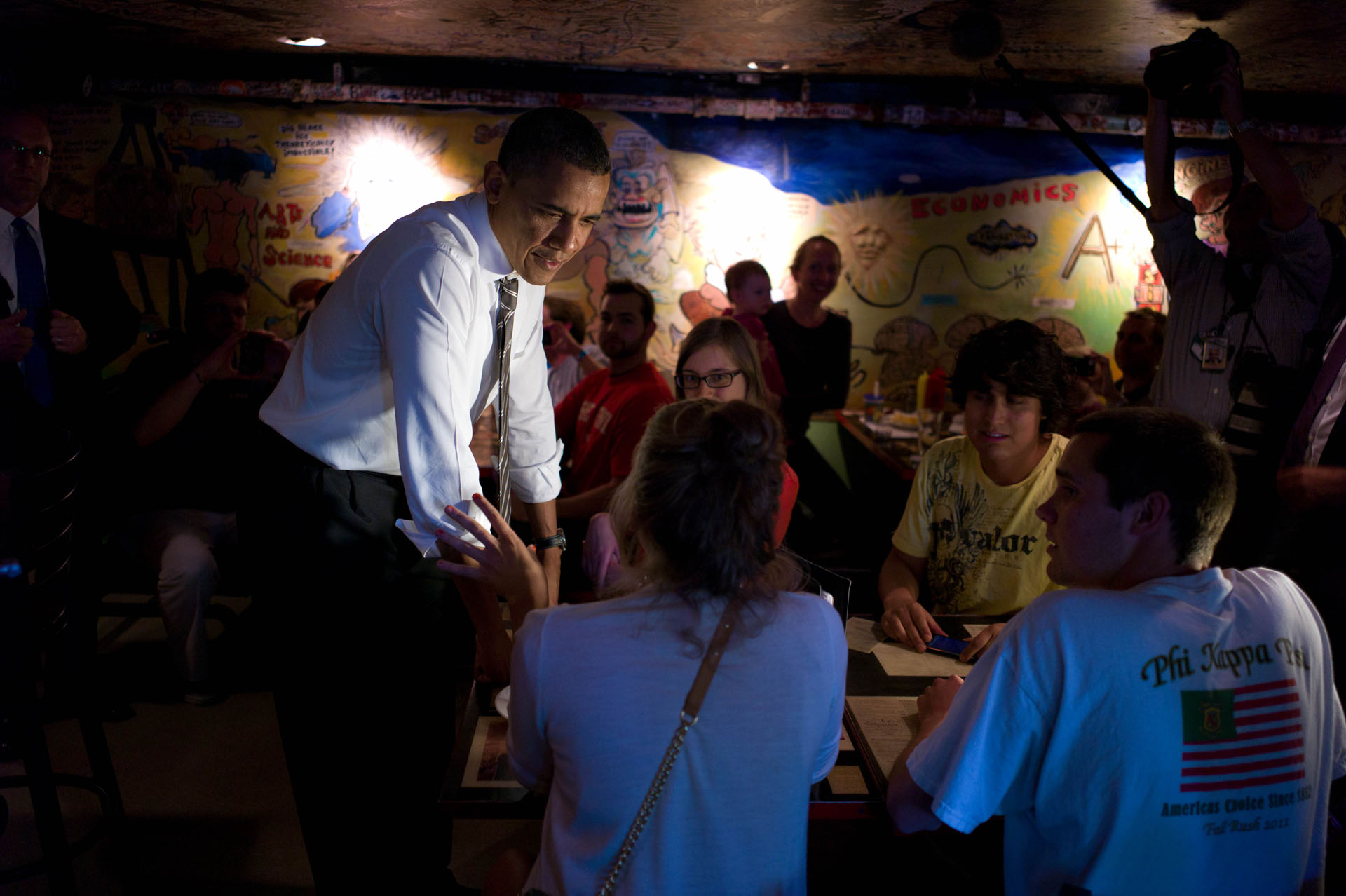 President Obama talks to patrons at the Sink in Boulder, Colo