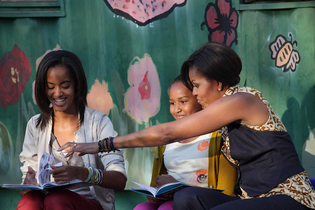 First Lady, Sasha, Malia, read