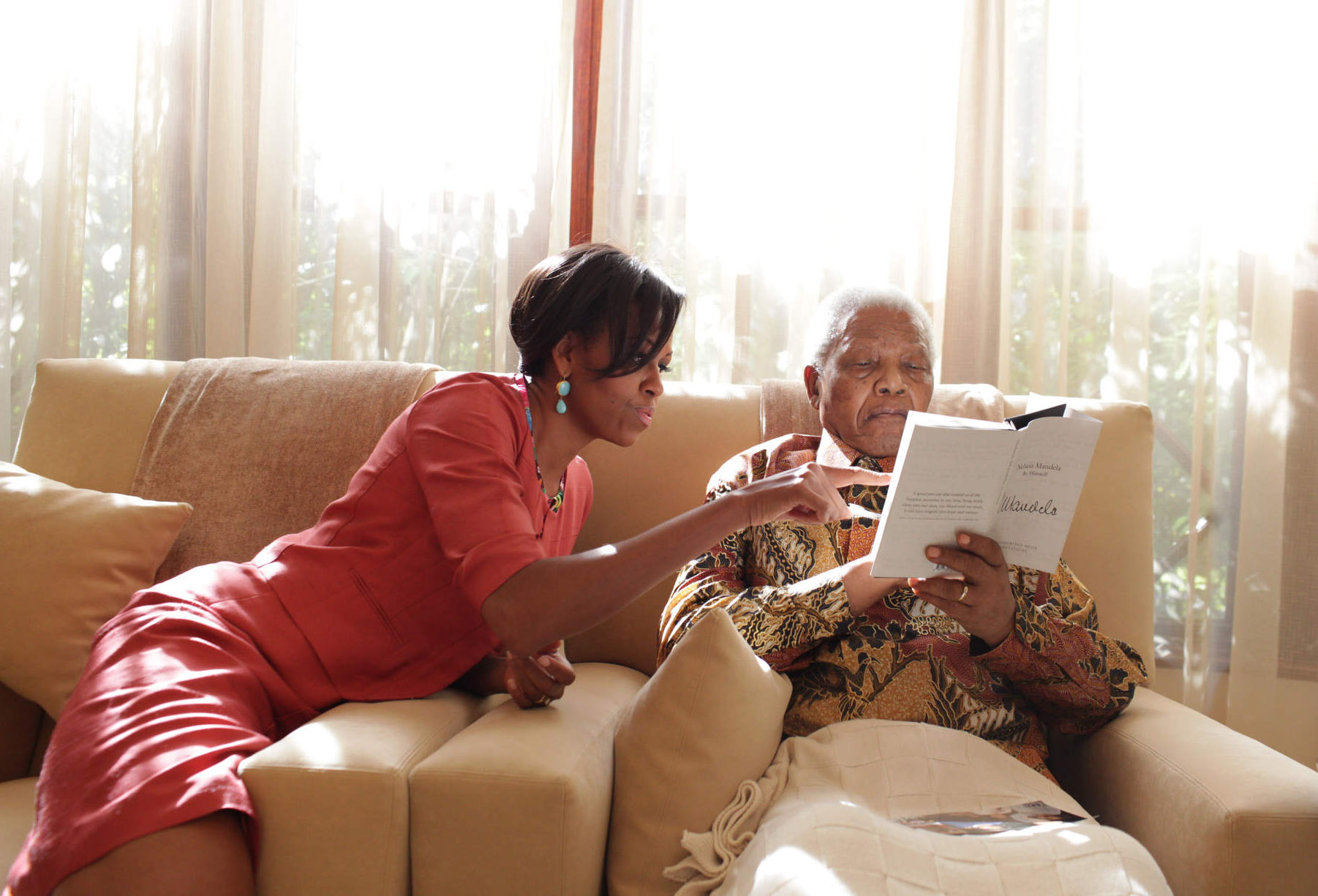 First Lady Michelle Obama talks with President Nelson Mandela