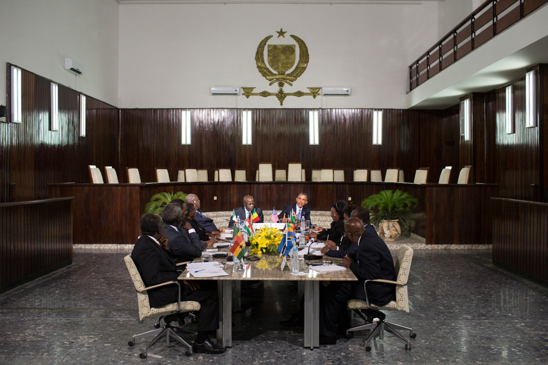 President Barack Obama meets with Chief Justice Papa Oumar Sakho and regional judicial leaders at La Cour Suprême in Dakar, Senegal