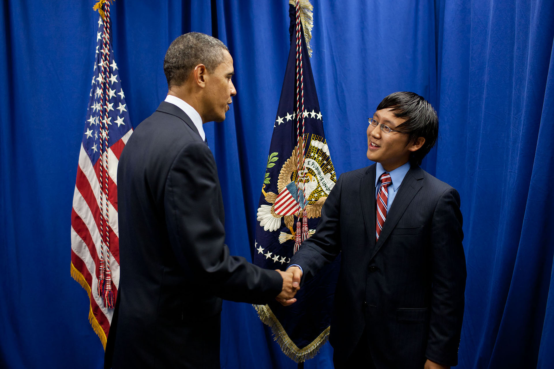 President Barack Obama greets University of Maryland Student Body President Kaiyi Xie