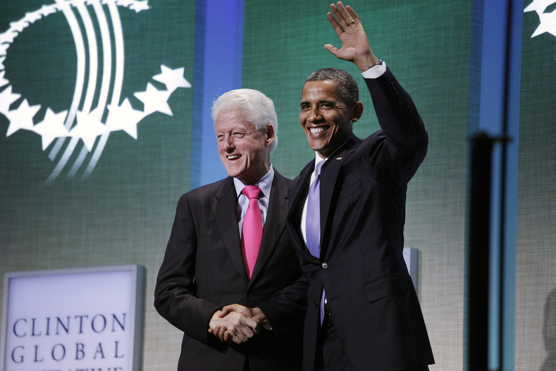 UNGA: potus shakes hands with Clinton at Global Initiative