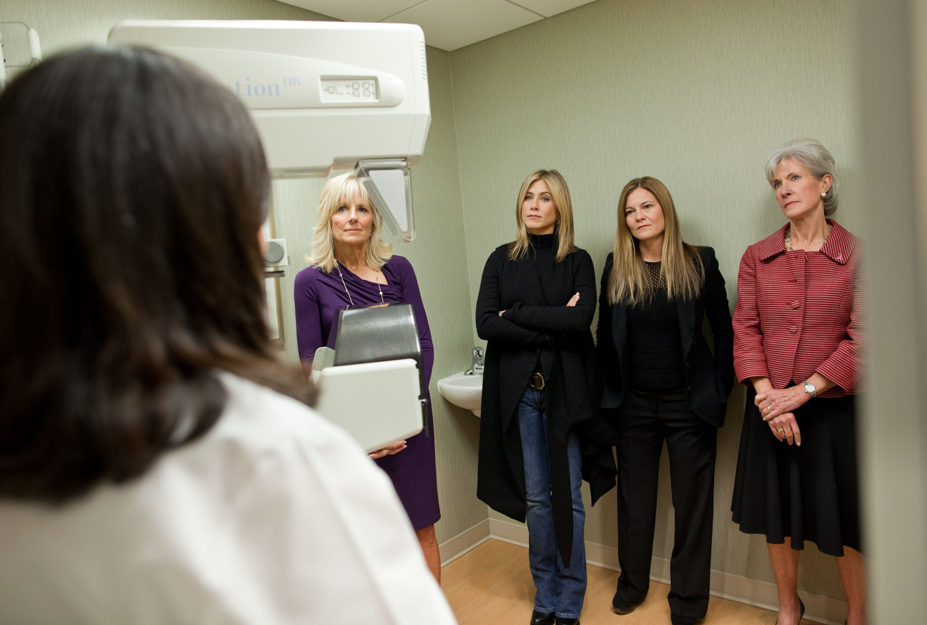 Dr. Jill Biden with Jennifer Aniston, Kristin Hahn, and Secretary of Health and Human Services Kathleen Sebelius